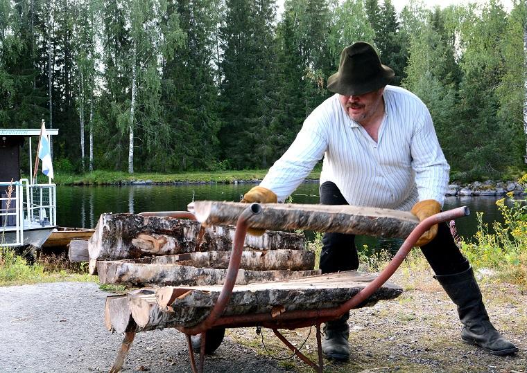 Syyskuu: Halkoja laivaan, Heikki Suomalainen, Karttula